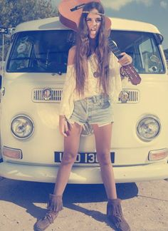 Hippy style Love it Hippie Chick, Hippie Gypsy, Hippie Style, Ethnic Style, Indie Fashion, Hipster Fashion, Vw Bus, Mode Style, Style Me