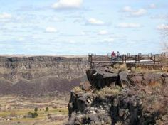 Enjoy more than 10 miles of developed trails throughout Twin Falls and along the scenic Snake River Canyon. Walking, hiking, and biking
