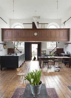 UK-based Jonathan Tuckey Design has remodelled a Grade II listed chapel in Wiltshire into a modern home for a young family. Chapel Conversion, Church Conversions, Church Interior, Interior And Exterior, Home Interior Design, Interior Architecture, Beautiful Architecture, Kitchen Interior, Room Interior