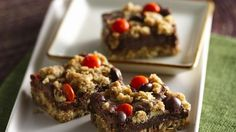 Add something delicious to your Halloween celebration! Enjoy these oats and chocolate bars for a perfect dessert treat.