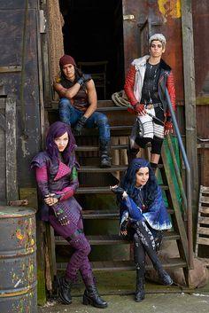 Jay, Carlos, Mal y Evie personajes principales de Disney Descendientes