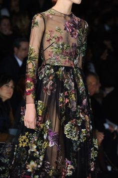 Valentino at Paris Fashion Week Fall 2014 - StyleBistro Haute Couture Style, Couture Mode, Couture Details, Fashion Details, Couture Fashion, Fashion Design, Fashion 2020, Runway Fashion, High Fashion