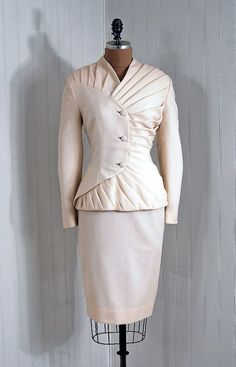 1940s suit — I'm not sure if the lines really do anything for the wearer, but the idea is fantastic.
