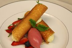 crispy honey lime cannelloni with forest berry balm sherbet - mood food menu at Park Hyatt Zurich's Lobby Lounge