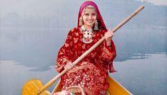 Enjoy the Jammu And Kashmir Tour Package With Us Azad Kashmir, Kashmir India, Srinagar, Traditional Fashion, Traditional Dresses, Traditional Wedding, Dress Indian Style, Indian Outfits, Turban
