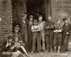 Shorpy Historical Photo Archive :: Vermont Mill Boys: 1910 before child labor laws were passed in the US Boy Photos, Photos Du, Vintage Photographs, Vintage Photos, Lewis Wickes Hine, Shorpy Historical Photos, Fotografia Social, Lewis Carroll, History Photos