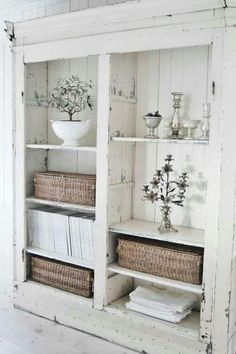 10 Wondrous Useful Ideas: Shabby Chic Mirror Baskets dark shabby chic bedroom.Shabby Chic Home Small Spaces shabby chic cottage romances.Shabby Chic Home Exterior. Casas Shabby Chic, Shabby Chic Mode, Shabby Chic Vintage, Shabby Chic Farmhouse, Shabby Chic Living Room, Shabby Chic Style, Shabby Chic Furniture, Farmhouse Decor, Shabby Chic Bookcase