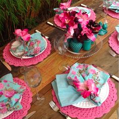 Aqua and raspberry Beautiful Table Settings, Deco Table, Decoration Table, Home Living, Dinner Table, Tablescapes, Party Time, Tea Party, Diy And Crafts