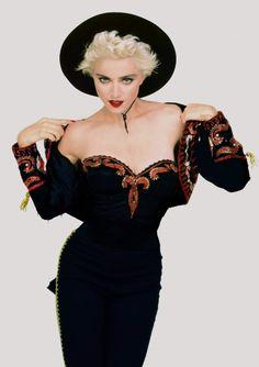 Madonna Looks, Lady Madonna, Madonna 80s, Madonna Photos, Divas, Norma Jeane, Music Icon, Playboy, Retro Fashion