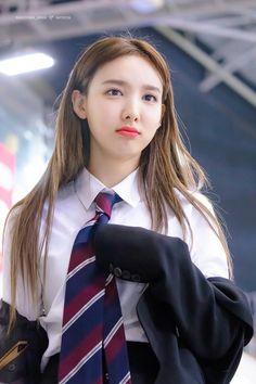 twice ♡ nayeon Kpop Girl Groups, Korean Girl Groups, Kpop Girls, Twice Show, K Pop Idol, Twice Jyp, Chaeyoung Twice, Nayeon Twice, Im Nayeon