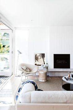 A summer-loving interior designer meets a classic '60s Sydney beach house in need of a new beginning and it's a perfect match!