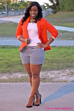 Weekend Wear: Blazer & Shorts - Curves and Confidence Curvy Girl Fashion, Love Fashion, Plus Size Fashion, Womens Fashion, Look Blazer, Blazer And Shorts, Blazer Outfit, Coral Blazer, Orange Blazer