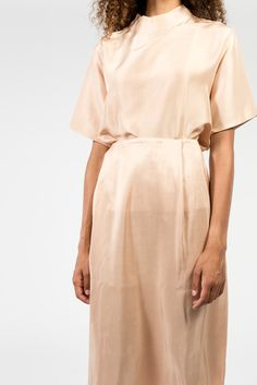 Slit detail on both sides. Concealed zipper with hook and eye closure. Model is wearing a size XS. Silk Skirt, Dress Skirt, Fashion Designer, Dress Me Up, Get Dressed, Fashion Dresses, Modest Fashion, Women Wear, Style Inspiration