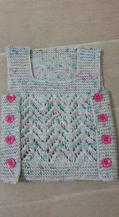 Knitting pattern for chunky ho Poncho Knitting Patterns, Arm Knitting, Knit Patterns, Crochet Quilt, Knit Crochet, Crochet Stitches, Baby Girl Vest, Crochet Neck Warmer, Knit Dog Sweater