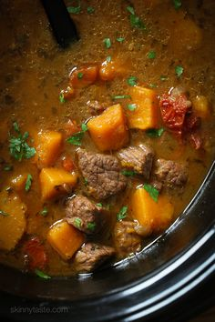 Slow-Cooker Beef and Kabocha Squash Stew (Paleo Pumpkin Stew) Slow Cooker Beef, Slow Cooker Recipes, Crockpot Recipes, Soup Recipes, Cooking Recipes, Healthy Recipes, Dinner Recipes, Slow Cooking, Chili Recipes