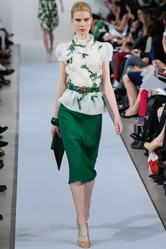 Oscar De La Renta Resort 2013. Hunter green, pencil skirt, botanical print...so much yes.