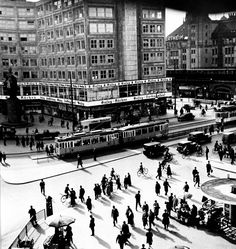 Vishniac, Berlin Alexanderplatz, 1928.