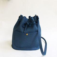 Ledertaschen - Blaues Leder 'Eimer Tasche', Leder schultertasche - ein Designerstück von LaLisette bei DaWanda