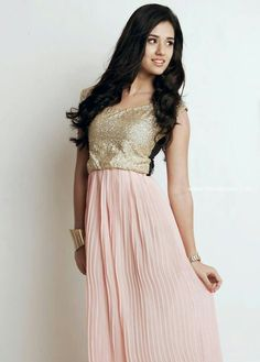Hot and sexy Bollywood movie Actress and model Disha patani very cute beautiful unseen that never seen before photos and wallpapers with nav. Bridesmaid Dresses, Prom Dresses, Formal Dresses, Wedding Dresses, Disha Patani Wallpapers, Disha Patni, Velvet Dress Designs, Designer Dresses