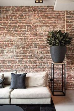 41 Awesome Brick Expose for Living Room - Let's face it: there's something about an exposed brick wall that is really, really interesting. Even if you think exposed brick is a must-have featur. Brick Interior, Home Interior Design, Brick Feature Wall, Feature Walls, Living Room Designs, Living Room Decor, Living Room Brick Wall, Living Rooms, Brick Wall Decor