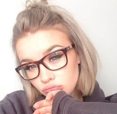 Let me even your eyewear model for women in 2017. Glasses trend pronounced frames. Remember pilots eyeglasses, rimless glasses and other classics. What kind of glasses you wear this summer – whether it's sunglasses or glasses with corrective lenses – the frames must be plainly marked. Nerdy to vintage, from square to dropshaped … Whether …