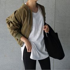 Back To Basics! Cropped oversized bomber and sleek contrast silhouette.  #style #fashion #casualstyle #dailylook #stylish #fashioninspiration #dailystyle #styleblogger #fashionblog #alwaystrending #ontrend #dailyfashion #fashionobsessed #chic #effortless #dailyinspo #fashionaddict #lovethislook #blogger #bloggerstyle #fashiondaily #instapic #instastyle #instafashion #fashionstyle #australianblogger #fashionblogger #hunterandcross