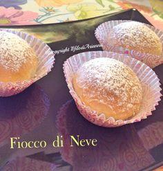 il fiocco di neve è una brioscina delicata di pasta brioche ripiena di delicatissima crema alla ricotta e panna molto buone.
