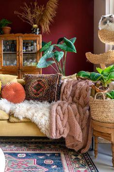 Nieuw: terracotta rode muur in de woonkamer Bohemian Room, Bohemian House, Bohemian Interior, Boho Living Room, Living Room Decor, Bohemian Men, Bohemian Furniture, Bohemian Lifestyle, Interior Exterior