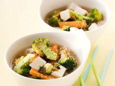Nudelsoppa med sesamstekt broccoli och tofu