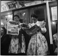 Stanley Kubrick Two Women on the Subway Train, New York City 1946 Vintage Photography, Street Photography, White Photography, Stanley Kubrick Photography, Old Photos, Vintage Photos, Journal Photo, People Reading, A Clockwork Orange