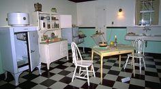 Kitchen in the Henry Ford Museum in Dearborn, Michigan 1930s Kitchen, Cozy Kitchen, Vintage Kitchen, Kitchen Ideas, What A Country, Henry Ford Museum, American Kitchen, Victorian Era, Decorating Tips
