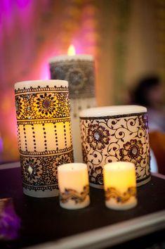 Kaarsen komen natuurlijk in alle soorten maten en kleuren. Toch vinden we de henna kaarsen wel het leukst. Je hebt hele kleurrijke waarmee je de donkere dagen wat mee kan opvrolijken. Ook heb je er veel die erg 'rustig' zijn. Wat is henna precies? Hennis een oorspronkelijke rode vloeistof dat wordt gebruikt voor het verven…