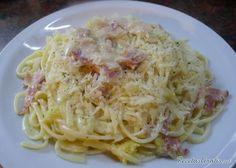 Aprende a preparar espaguetis a la carbonara con esta rica y fácil receta.  Alistar los ingredientes para la pasta a la carbonara. Pelar y picar finamente la cebolla...