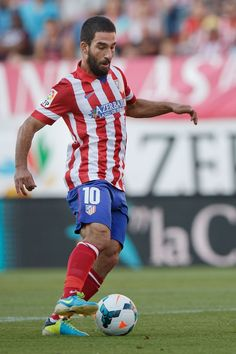 Arda Turan is one of the football players that I like because of his great skill with the ball. World Football, Football Kits, Football Soccer, Soccer Sports, Soccer Skills, Soccer Tips, At Madrid, Madrid Barcelona, Fifa