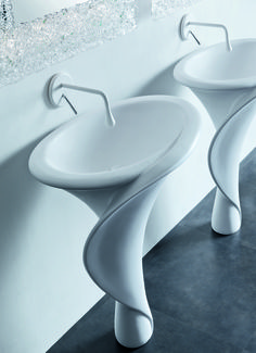 This washbasin is so elegant and delicate, the shape is stunning!