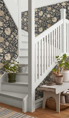 Alicia,Scandinavian design wallpaper Berså from collection by Borastapeter and Eco Wallpaper Hallway Wallpaper, Interior And Exterior, Interior Design, Attic House, Kairo, Entry Hallway, Traditional Interior, Stairway To Heaven, Home Reno