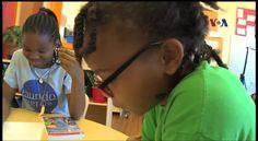 """Buku seri pendidikan berjudul """"One Minute Mysteries"""" mengharuskan para siswa memecahkan misteri menggunakan pengetahuan matematika dan sains. Buku ini ditulis oleh Eric dan Natalie Yoder, duo ayah dan anak dalam dua bahasa: Inggris dan Spanyol. Simak liputan dari sekolah Mundo Verde, Washington DC. Versi awal dipublikasikan pada - http://www.voaindonesia.com/a/buku-serial-pendidikan-ajarkan-cara-pecahkan-masalah-dan-bahasa/3673598.html"""