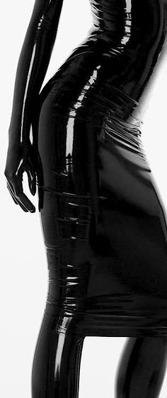 such an erotic image- the tight latex clings to the body - Grrrrrrrrrrrrrrrrr Sexy Latex, Latex Wear, Latex Dress, Fetish Fashion, Latex Fashion, Dark Fashion, High Fashion, Looks Style, My Style