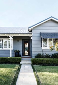 The owners of this Gladesville cottage added a lifestyle-changing extension that unites the character of the old with the clean lines of the new. Bungalow Exterior, House Paint Exterior, Exterior House Colors, Modern Exterior, Exterior Design, Weatherboard Exterior, Hamptons Style Homes, Hamptons House, Exterior Color Schemes