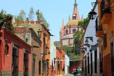 Another amazing day in San Miguel yesterday... Do you enjoy shopping? This is the place for you!