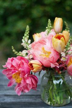 7 Engaging Tips: Flower Vases Tattoo vases diy stones.Square Vases Florists tall vases home. Vase Arrangements, Vase Centerpieces, Beautiful Flower Arrangements, Beautiful Flowers, Ikebana, Vase Design, Deco Floral, Flower Images, Flower Decorations
