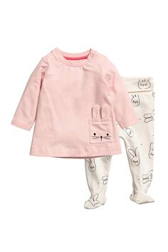 Set with a dress and pants in soft organic cotton jersey. Flared dress with snap fasteners at top, mock front pockets, and long sleeves. Pants with foldover ribbing at waist. Baby Outfits, Outfits Niños, Toddler Outfits, Kids Outfits, H&m Fashion, Baby Girl Fashion, Fashion Kids, Cute Baby Clothes, Baby & Toddler Clothing