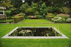 Tuinontwerp Hollandse tuin | TuinTuin Dutch Gardens, Traditional Landscape, Waterworks, Water Garden, Water Features, Beautiful Gardens, Holland, Golf Courses, Sidewalk