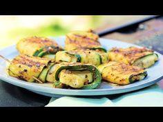 Valitse kääröjä varten napakka kesäkurpitsa. Tarjoa grillatut paketit kuumina, kun halloumijuusto on vielä pehmeää.