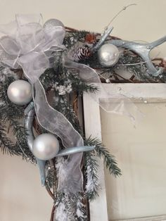 OUR CRAFTY MOM: SILVER CHRISTMAS SWAG