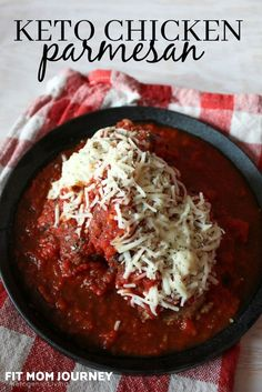 This Keto Chicken Parmesan is a super easy dinner recipe that's bursting with traditional italian flavors such as bold tomatoes, savory parmesan, and zesty seasonings. Your whole family will love how it taste, and you'll love how easy it is to make! Low Carb Chicken Recipes, Low Carb Dinner Recipes, Keto Chicken, Keto Dinner, Diet Recipes, Healthy Chicken, Cooker Recipes, Super Easy Dinner, Fried Chicken Breast
