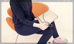 #bags#fashion#milano#milan#design#lovebags#borse#negozio#bestshops#milanodavedere#moda#magazine#blogger#fashionblogger#trend#glamour#girly#woman#italianfashion#italiandesign#milanodascoprire#gold#minimal#minimalism#minimalove#designers#fashiondesign#bagdesign#baglover#milanofashionweek by workshopmilano