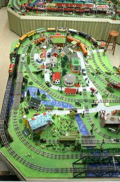 How about posting some aerial photos of your layout for all to see? Ho Trains, Model Trains, Lionel Trains Layout, Ho Train Layouts, Train Route, Train Table, Train Car, Third Rail, Fountain