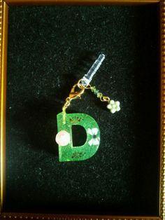 alphabet D earphone jack