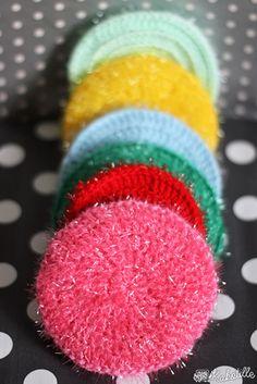 Modèle simple d& tawashi en Creative bubble de Rico Design et en acr. Crochet Kitchen, Crochet Home, Crochet Gifts, Diy Crochet, Creative Bubble, Wool Thread, Rico Design, Sell Diy, Crochet Projects